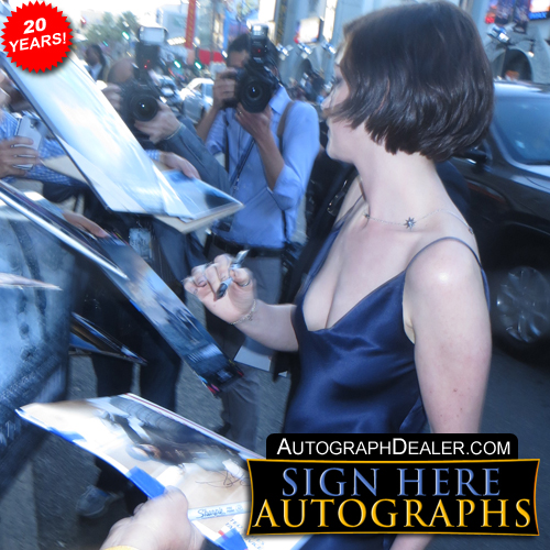 Anne Hathaway in-person autographed photo