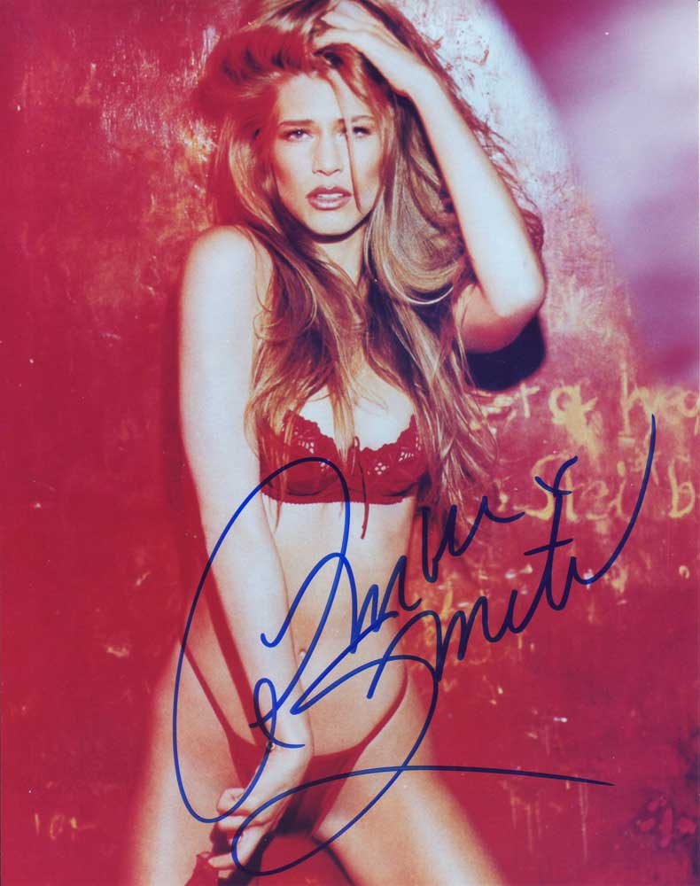 Amber Smith in-person autographed photo