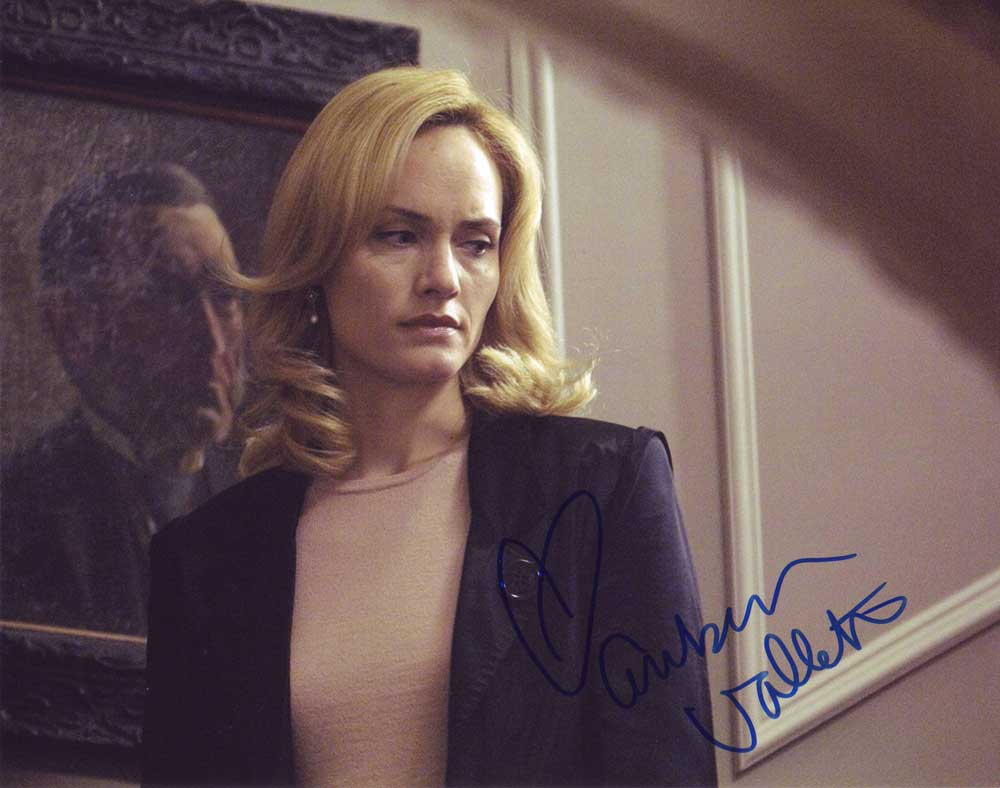 Amber Valletta in-person autographed photo