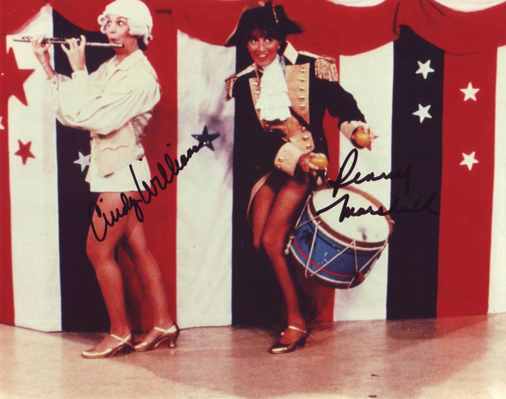 Laverne & Shirley in-person autographed cast photo
